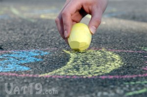 egg-shaped-sidwalk-chalk-drawing